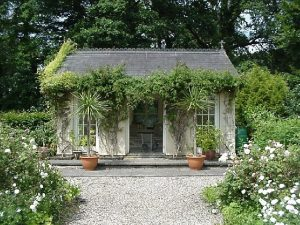 Think of Building Your SummerHouse? Here is a Quick Guide to Making the Right Decision